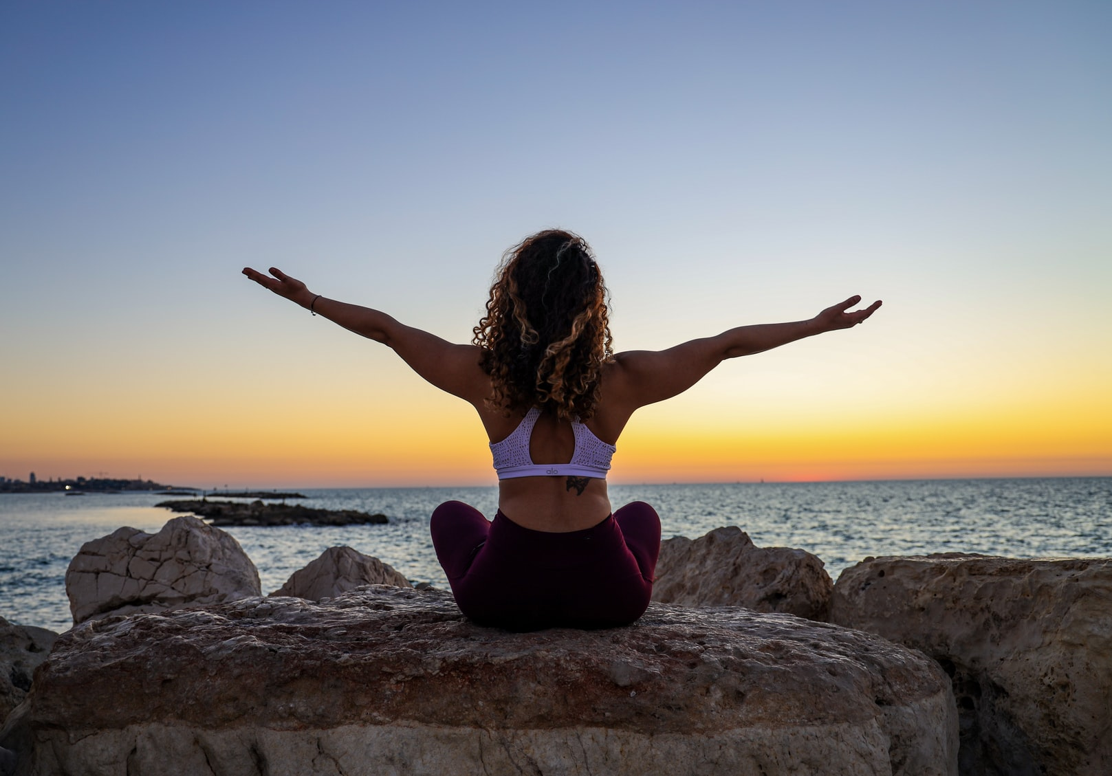 Does yoga help in reducing weight/fat? How to choose an online yoga class for impactful results?